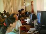 Estudiantes compartiendo su trabajo