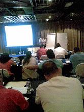 El Profesor Rogelio López en plena presentación del Primer Taller de Control de Costos de A y B