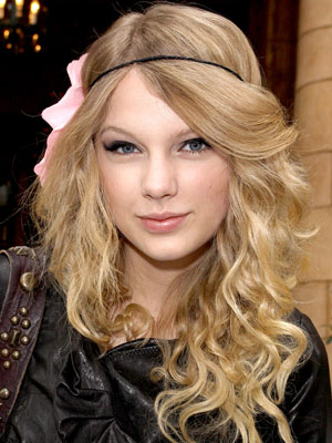 Taylor Swift Beachy Waves hair Style