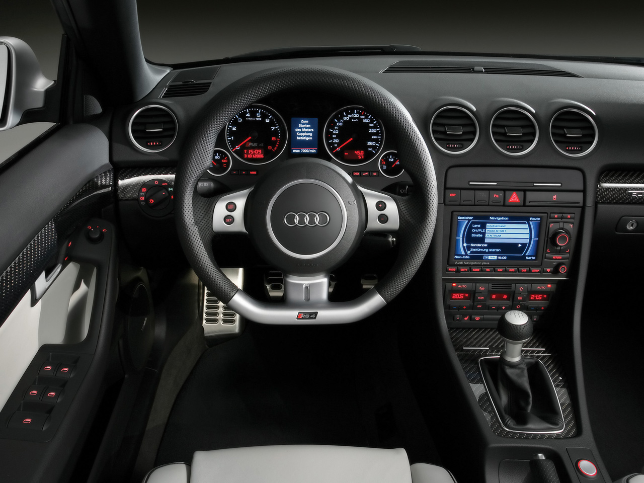 http://1.bp.blogspot.com/_A_RvEJx_SlM/TAzz1ZIJtiI/AAAAAAAAAEc/lM2TNLE5phQ/s1600/audi+rs4+interior.jpg