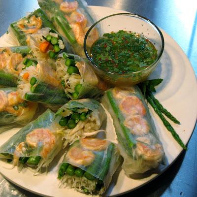 vietnamese style asparagus shrimp salad roll