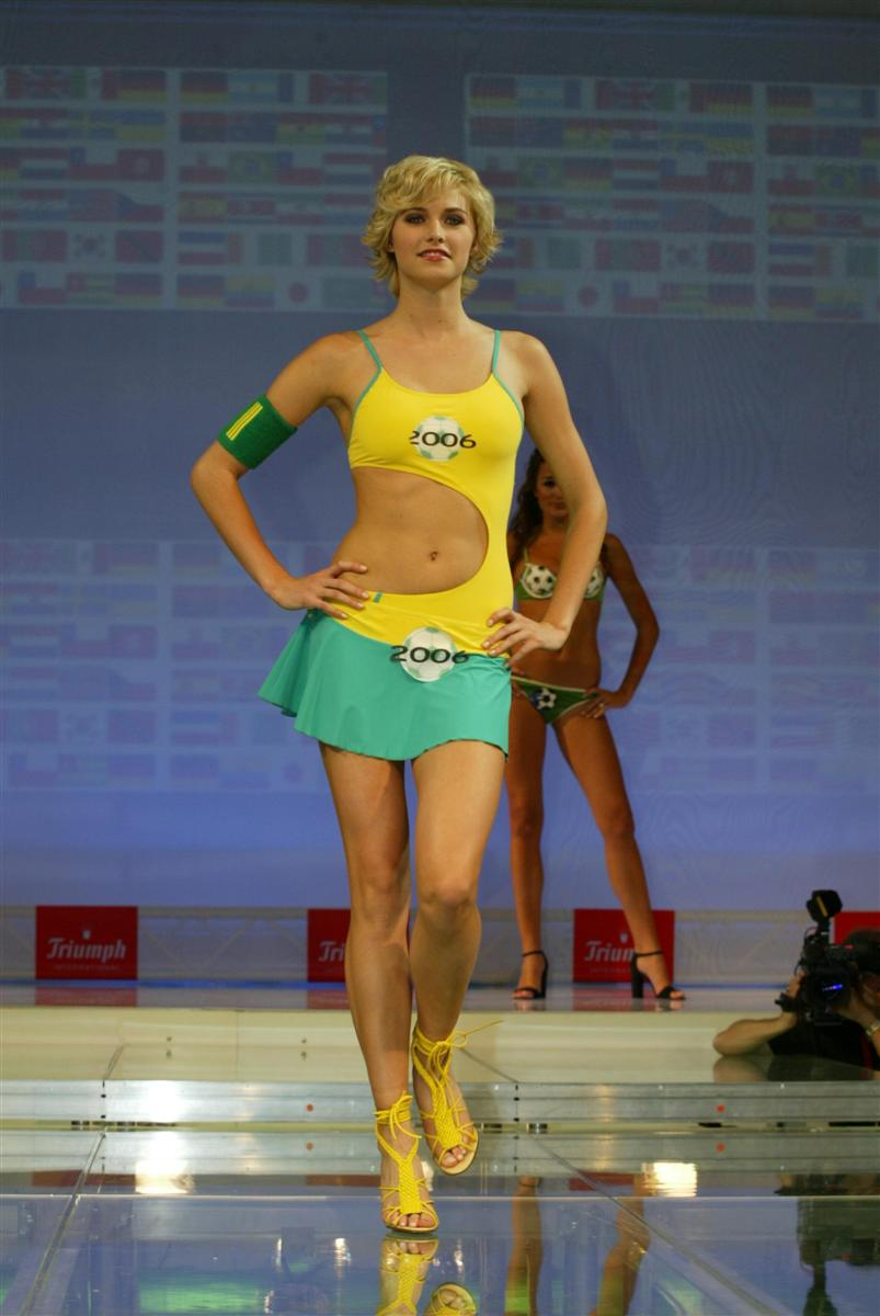 Lena gercke cosmopolitan cover shoot 2006 - 3 2