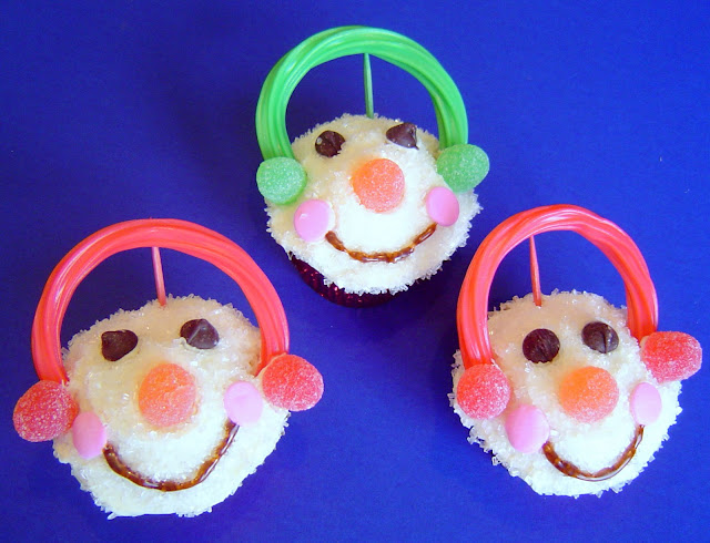 food gift for christmas: snowman cupcakes