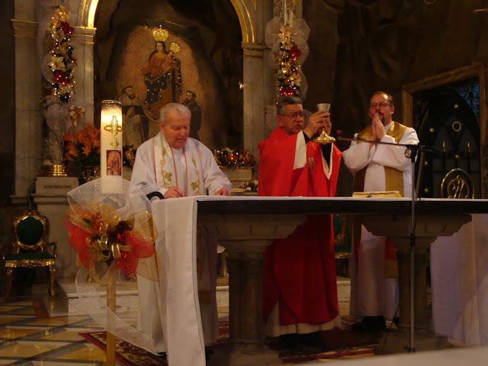 Dios proteja a nuestros santos sacerdotes