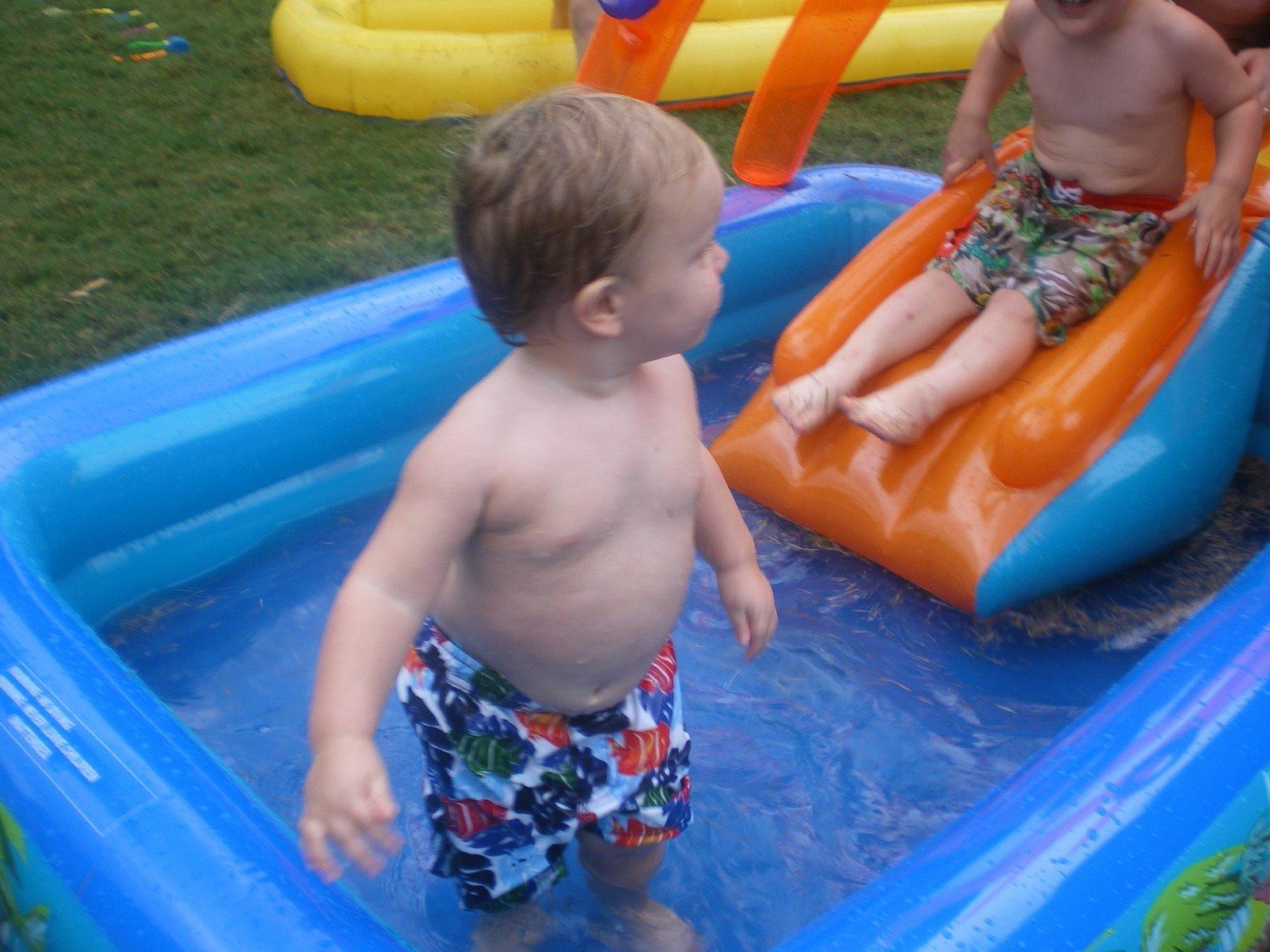 [Jake+Keedy+in+pool.JPG]