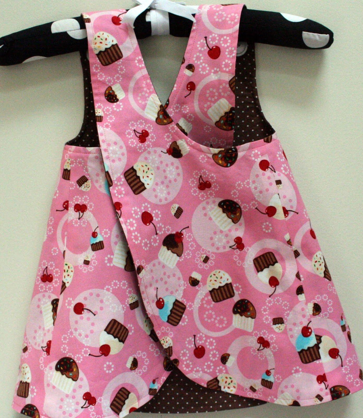 http://1.bp.blogspot.com/_AfK8g573wJY/S79NP07og9I/AAAAAAAAA5k/uFj-JKbMVR8/s1600/cupcake+jumper+back+view+pink+side.jpg