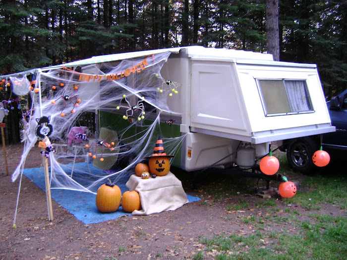 My sister, Deb's camper at 2008 Harvest Fest