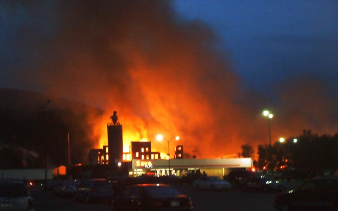 http://1.bp.blogspot.com/_Ah1YLDg8Hfg/S-S1AvN41uI/AAAAAAAAORQ/sLvFrg5u0ho/s1600/Salamanca+fire+32.jpg