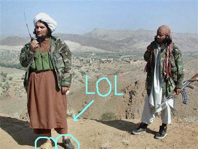 Imagen de un Talibán desatento