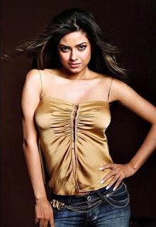 Meera Chopra Hot Cleavage Photo Gallery