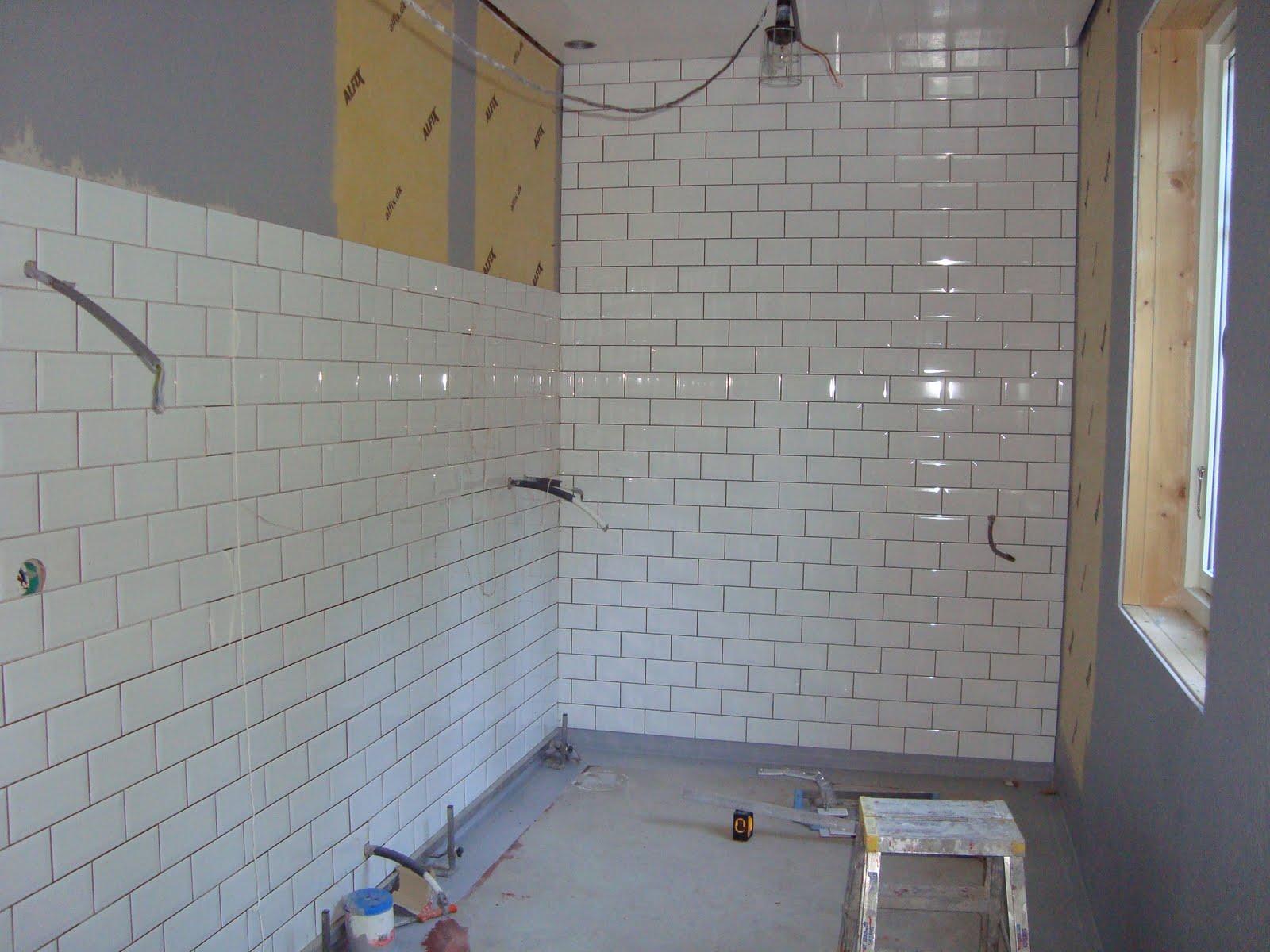 CLARAS HEM PÅ BYVÄGEN : Kakling av badrum!