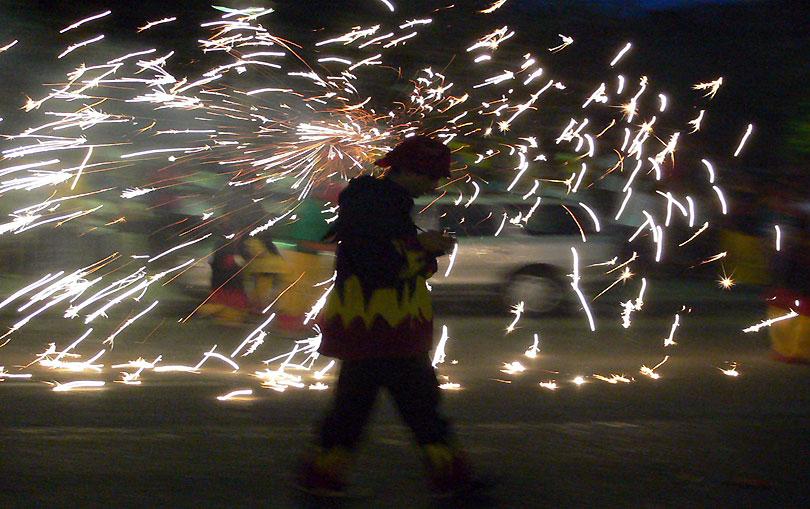 estels passejant strolling kites focs fires paseando <br />luceros fuegos artificiales estrellas estrelles stars