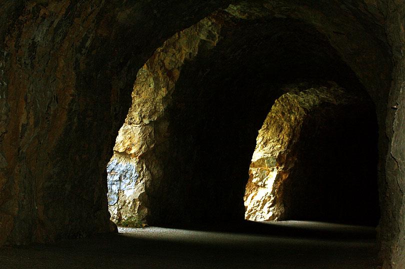 tunnel old road c-147a tunel carretera tremp pobla segur terradets panta pantano