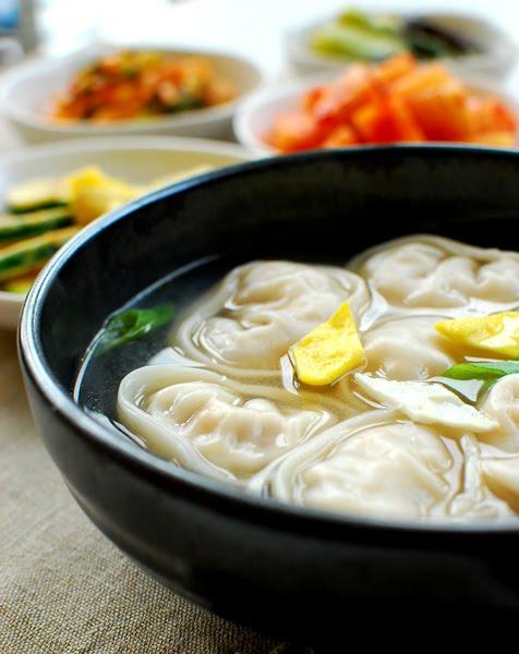 Manduguk (Korean Dumpling Soup) - Korean Bapsang