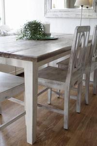 Lage bord av gamle planker