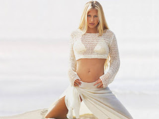 Free Beautiful Wallpapers, Images and Pictures of Sports and Tennis Star Anna Kournikova