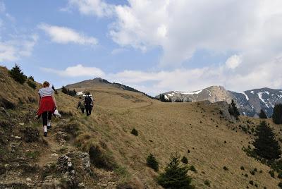 Turisti pe traseul catre Zaganu