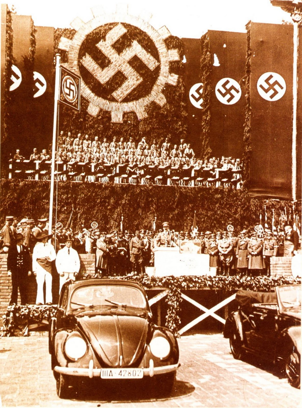 [Image: Hitler+at+the+presentation+of+the+Beetle.jpg]