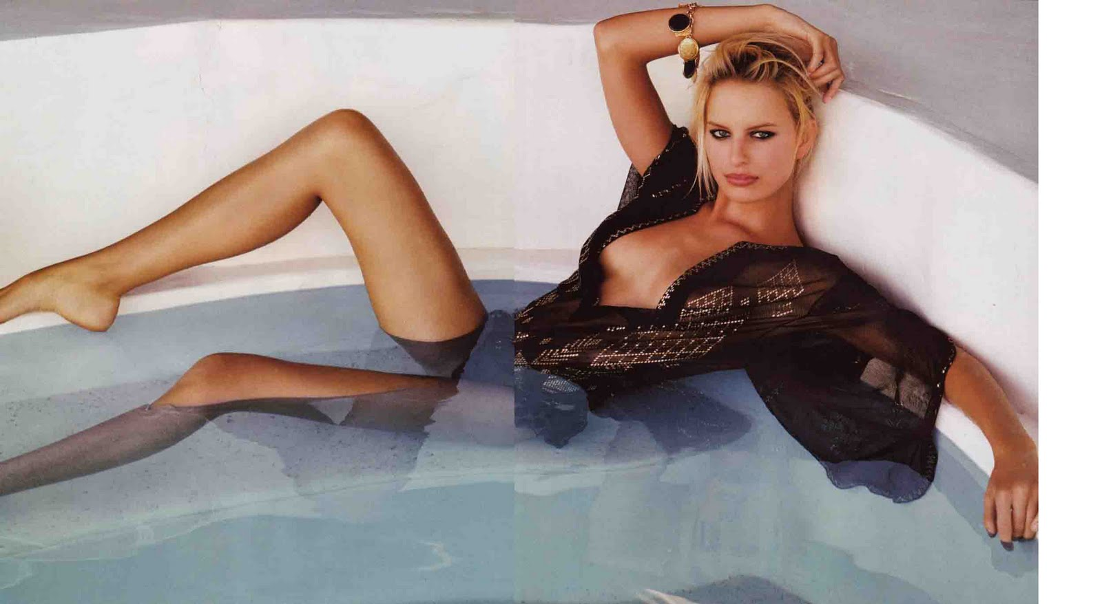 Celebrity images gallery karolina kurkova vogue magazine for Hot bathroom