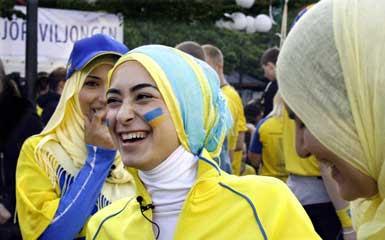 http://1.bp.blogspot.com/_AvuSNSi-0Fg/SXMgG7D4MmI/AAAAAAAAFdo/xU-BjuHE3Gk/s400/halal-tv8.jpg