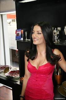 Celina Jaitley Unseen Hot Navel Queens