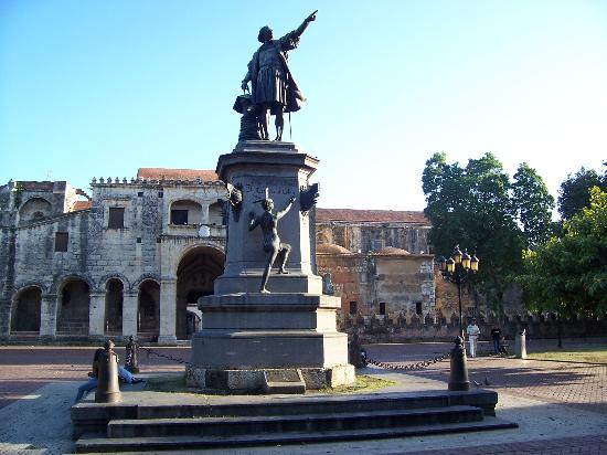 columbus vs de las casas Bartolomé de las casas was a 16th-century spanish historian, social reformer  and dominican  las casas's supporters were diego columbus and the new  chancellor gattinara las casas's enemies slandered him to the king, accusing  him.