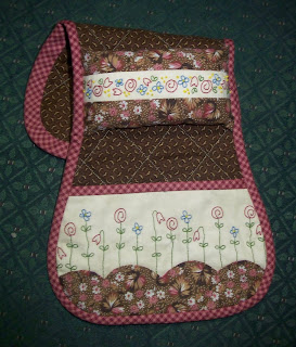 pink and brown arm chair sewing caddy for guild's sale table at the quilt show