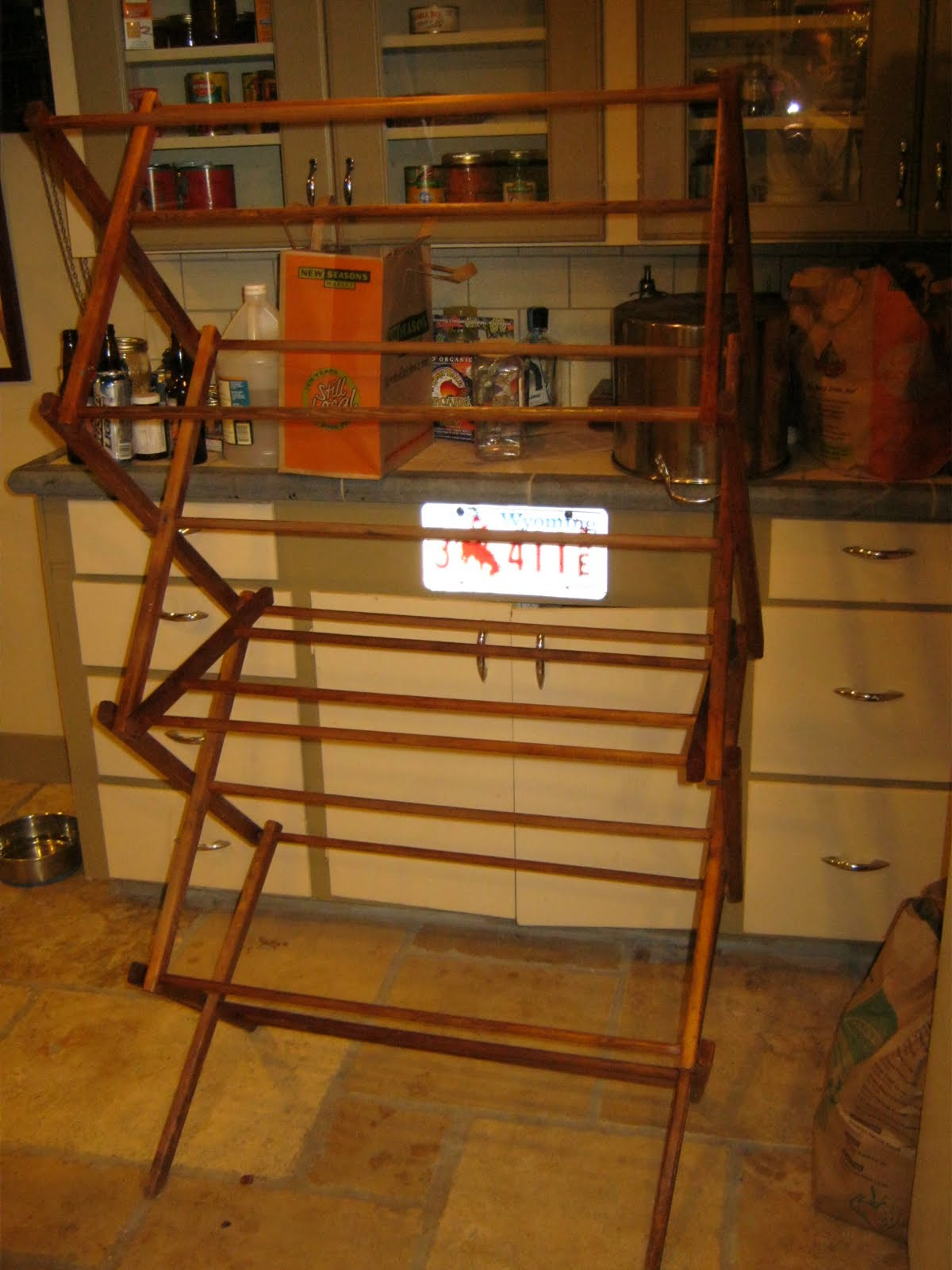 Lote wood wooden clothes drying rack plans diy for Wooden clothes drying rack plans