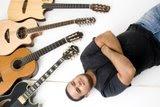 Gabriel, a guitarra e os violões...