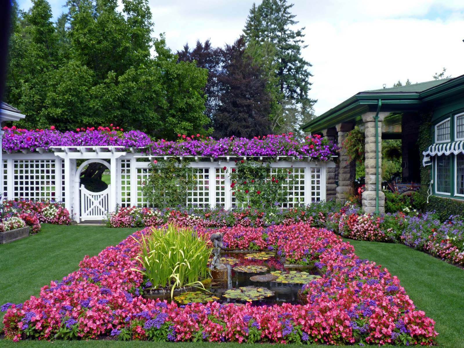Beautiful Flower Gardens Of The World