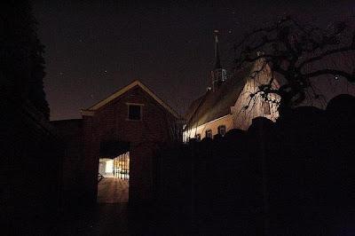 Torekensschool bij nacht