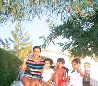 PROTEINA Y LECHUGA. Entrevista: Entre hermanos- las Flores