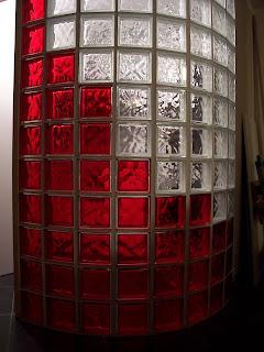 Bricolanie mur arrondi en pav s de verre - Pave de verre salle de bain ...