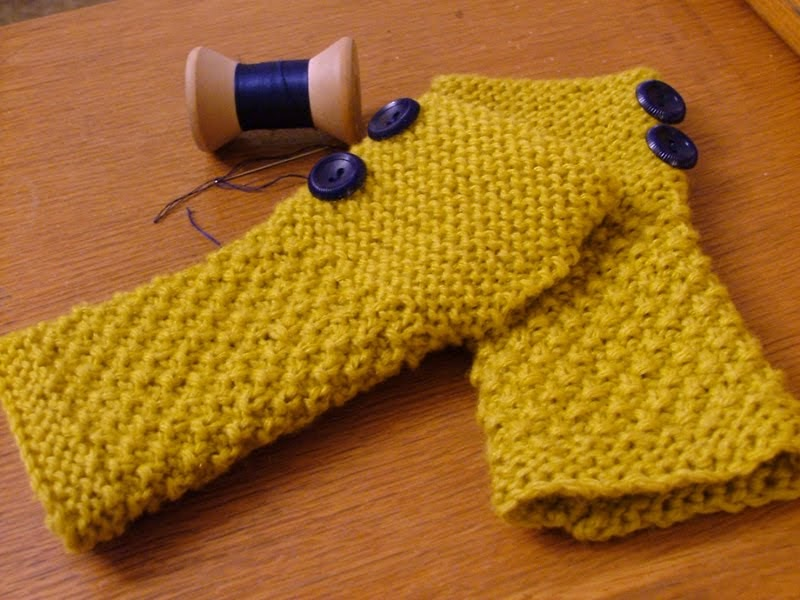 Wrist Warmers Knitting Pattern : Roaring Design: blog #344 >> Fall Wrist Warmers