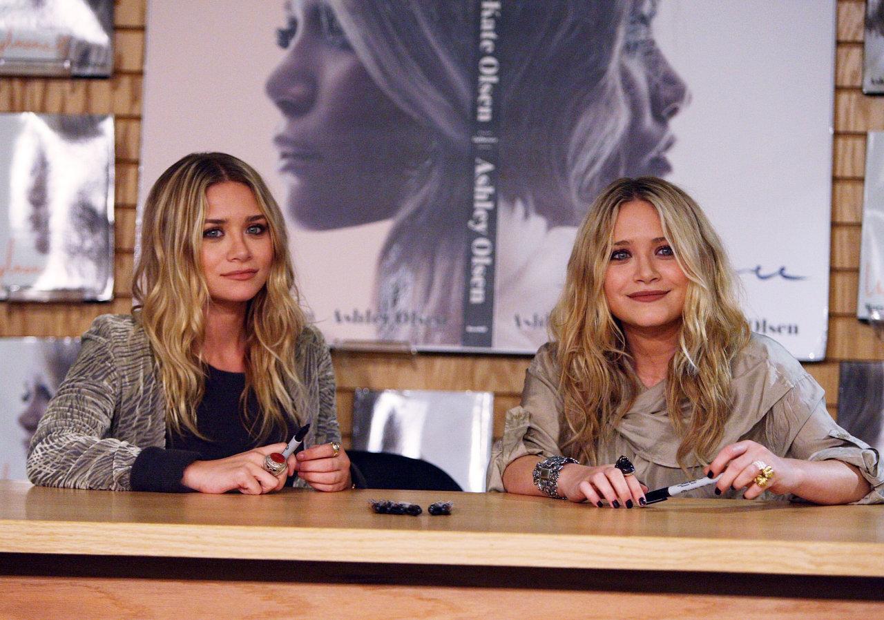 http://1.bp.blogspot.com/_B5gmU-FOcOQ/TP842xuo1UI/AAAAAAAABzQ/24CehUvH1Wk/s1600/Olsen-Twins-mary-kate-and-ashley-olsen-17173397-1280-898.jpg