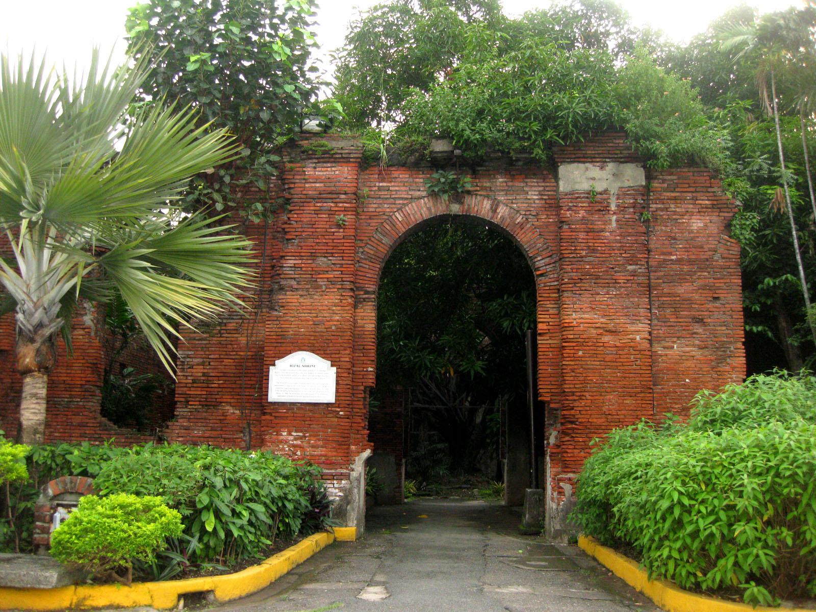 GREAT WALLS OF INTRAMUROS | Jon Lakwatsero - Seeing Places ...