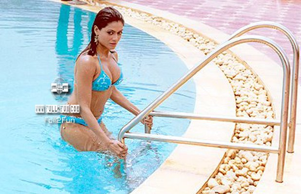 payal rohatgi hot in bikini