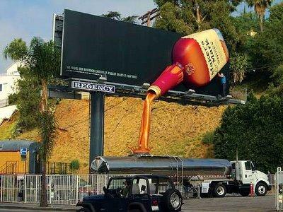 [bl-pl-publicidade-porque-outdoor-liquido-e-camainhao.jpg]
