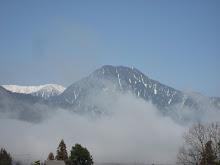 春の有明山
