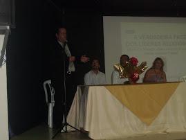 Dr. Paulo Henrique C. comentando livro