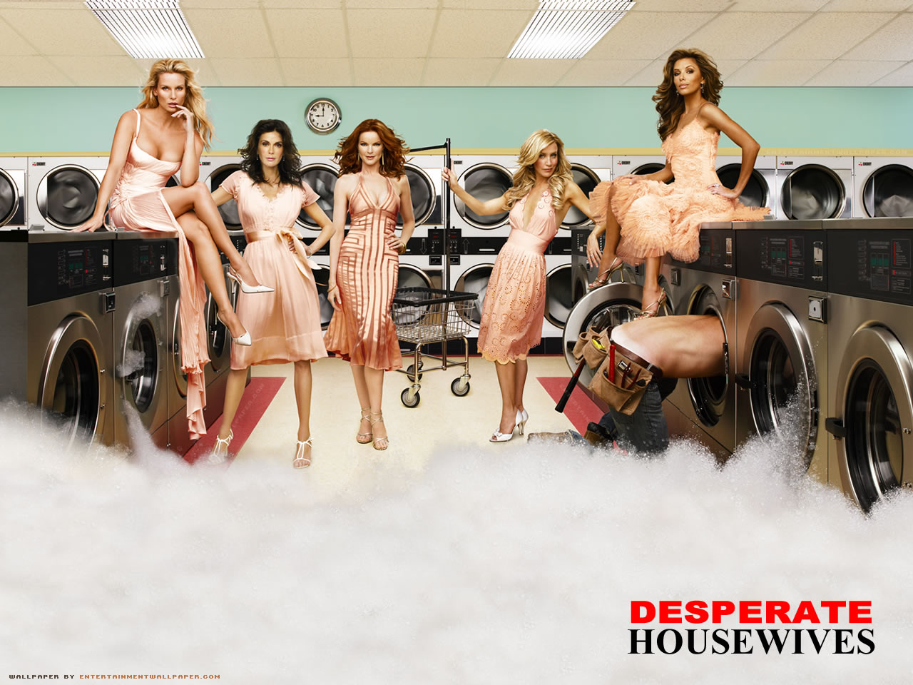 http://1.bp.blogspot.com/_BDjiU-1fg08/TB4a0hwuFnI/AAAAAAAAAAM/Z7iluEregS8/s1600/Desperate-Housewives-cast-desperate-housewives-791679_1280_960.jpg