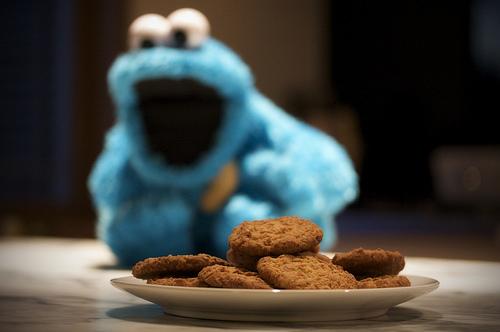 DIΠDLΔTTE: Elmo vs. monster cookie vs. dinda