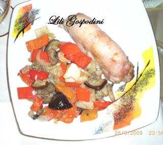 Articole culinare : Rulou din pulpa de pui umpluta cu garnitura de legume
