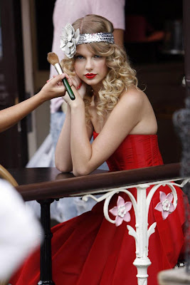Taylor Swift in a London Photoshoot, Taylor Swift in a London pictures, Taylor Swift in a London hot photoshoot, Taylor Swift in a London