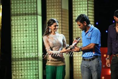 Deepika at Indian Express Sahara Sports Awards