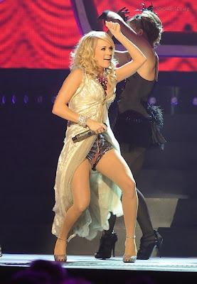 Taylor Swift Wins 2009 CMA Music Awards photos, Taylor Swift Wins 2009 CMA Music Awards pictures, Taylor Swift Wins 2009 CMA Music Awards images, Taylor Swift Wins 2009 CMA Music Awards pics