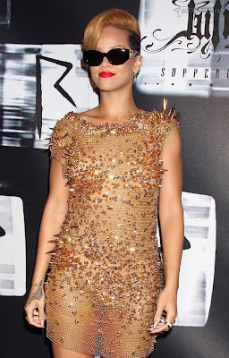 Rihanna in Golden Dress pictures, Rihanna in Golden Dress images, Rihanna in Golden Dressphotos, Rihanna in Golden Dress pics, Rihanna in Golden Dress