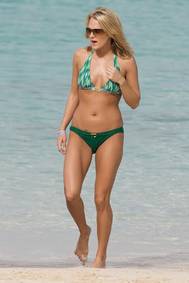 Carrie Underwood in a Green Bikini photos
