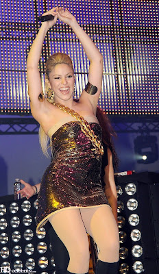 Shakira Sizzles in Paris Performance picture