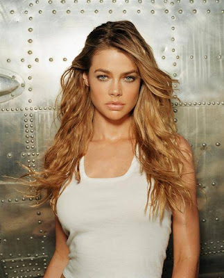 Denise Richards sexy pics